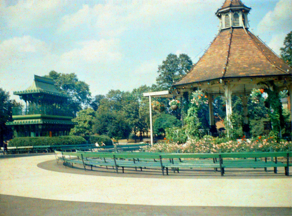 Chapel Field bandstand and pagoda COLOUR [0738] 1935-08-21.jpg