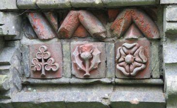 bricks Plntn garden480.jpg