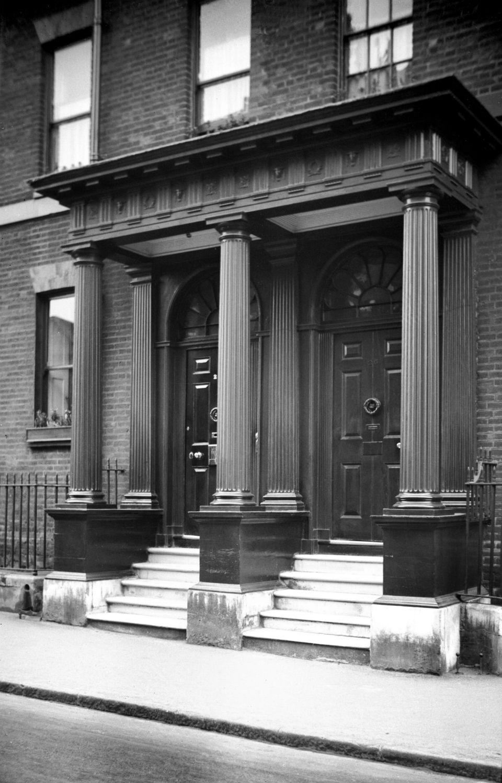 Surrey St 25 to 27 Georgian portico [2187] 1938-03-21.jpg