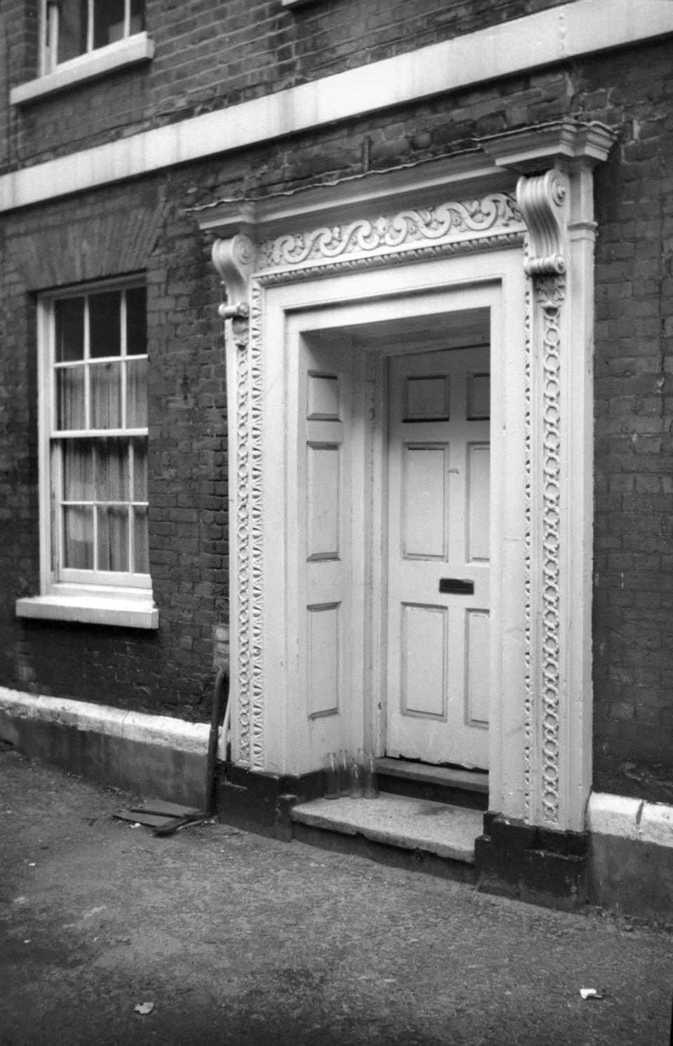 Crown Rd 34 Georgian doorway 1962-09-08.jpg