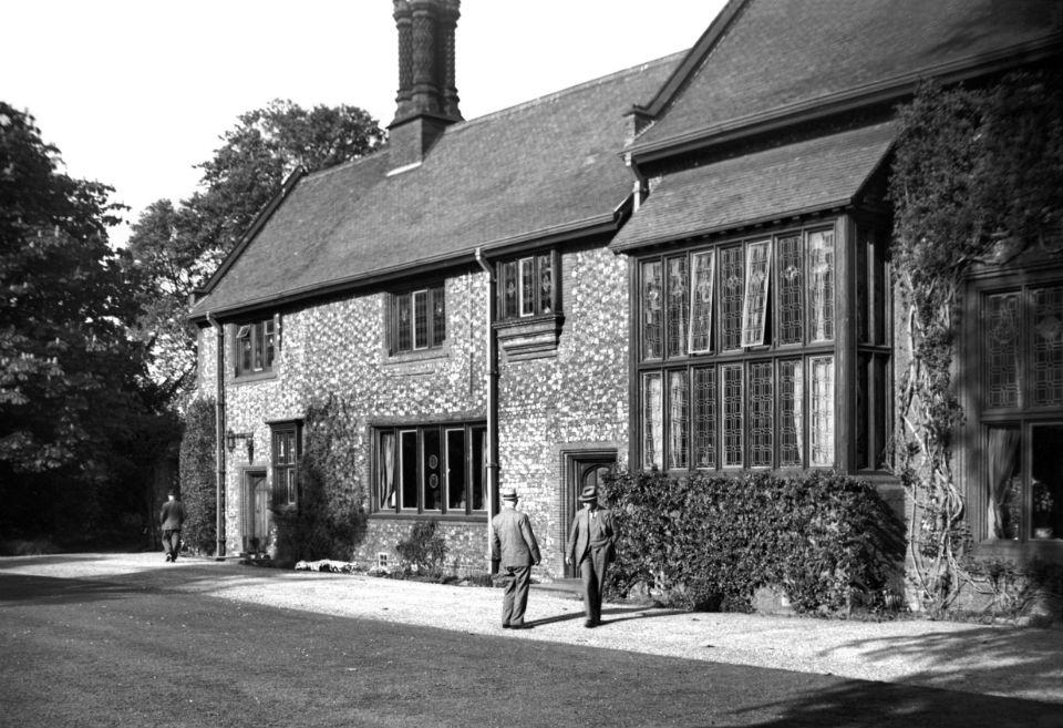 Carrow Priory Prioress' parlour [3416] 1940-05-16.jpg