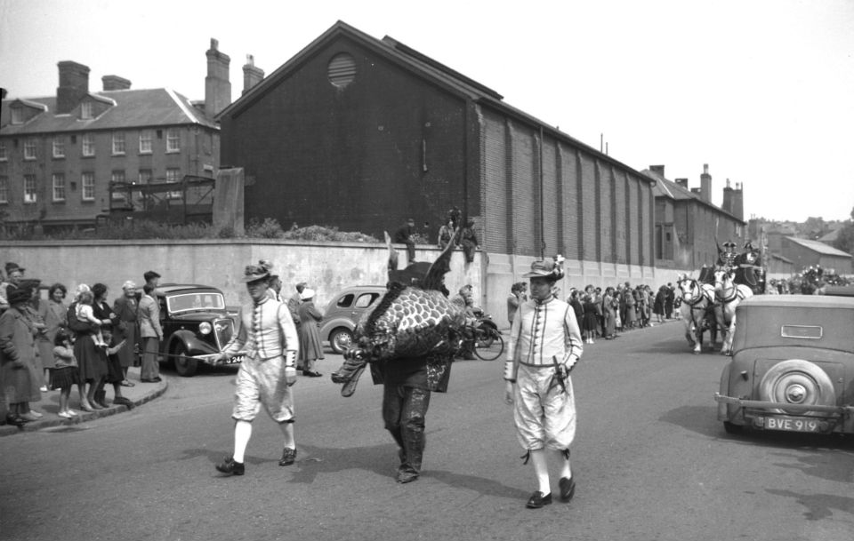 Festival procession snapdragon and whiffler [4008] 1951-06-24.jpg