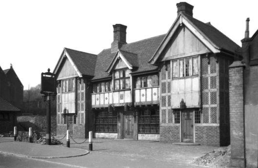 Earlham Rd 131 Mitre PH [B510] 1933-03-28.jpg