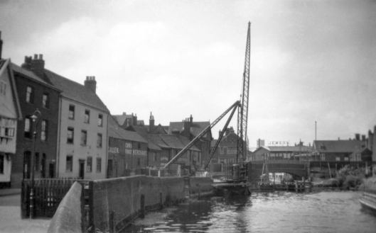 1931-08 Reconstruction crane at Quayside [B075] 1931-08-03.jpg