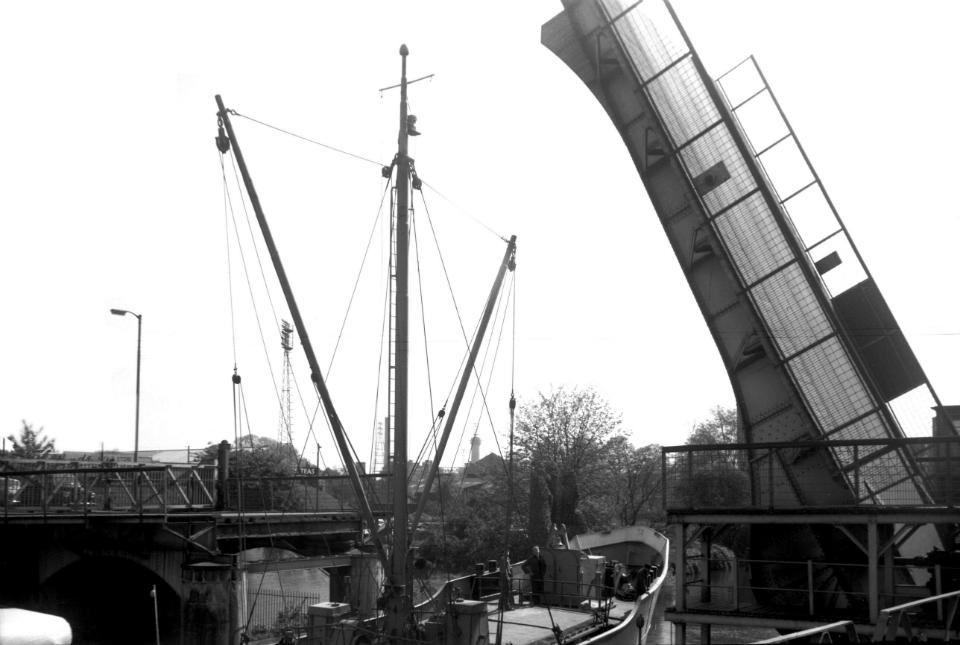 Wensum Carrow bascule bridge open for ship [4765] 1964-05-09.jpg