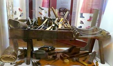shoemaker's bench1.jpg