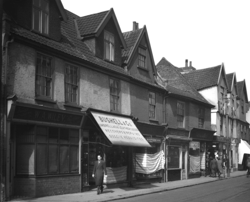 Magdalen St 26 Thirtle House to 34 view N [0880] 1936-04-12.jpg