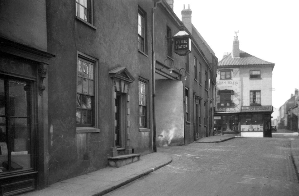 Pottergate 12 to 16 fire station entrance [B504] 1933-03-26.jpg