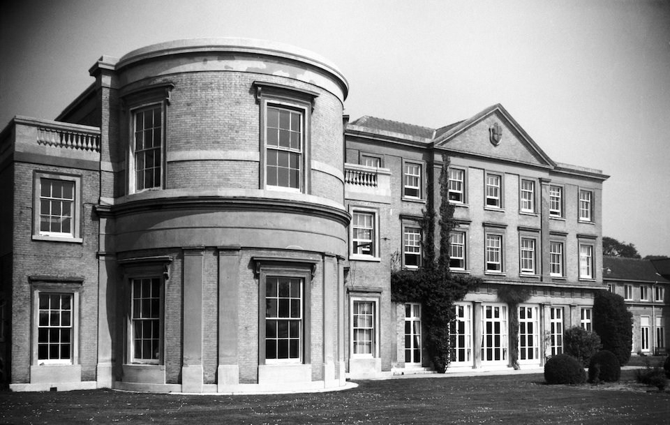 Keswick Hall south front [6606] 1990-04-30.jpg