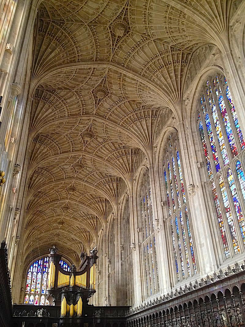 800px-Cambridge_King's_College_Chapel_Vaults.jpg